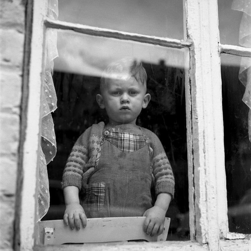 portrait d'un petit garçon par la photographe vivian maier