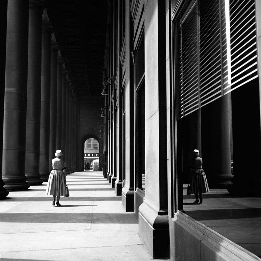 photo de la rue en noir et blanc par la photographe Vivian Maier