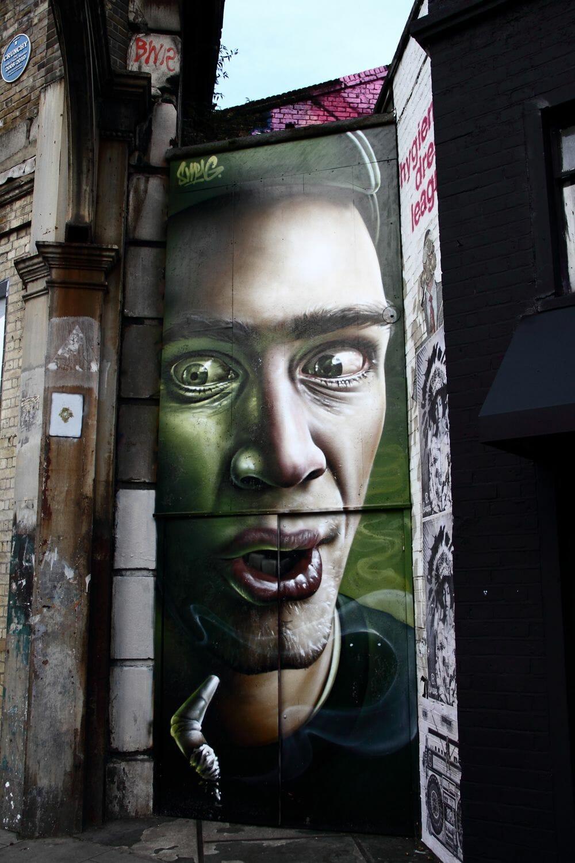 peinture à la bombe aerosol dans les rue de londres