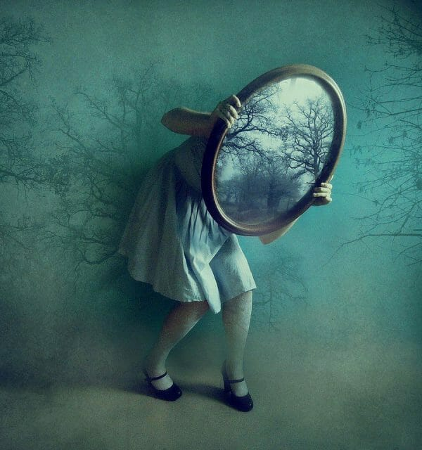 Alice's Mirror - Victoria Audouard