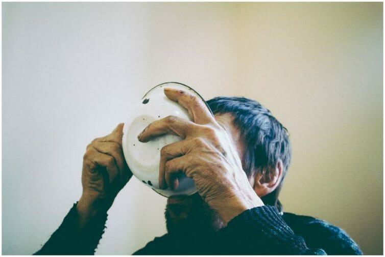 Alexander, 1954. Diagnostique: tuberculose. Hôpital Konstantinovsk, Donbass, Décembre 2010. Un SDF décida d'attendre ici la fin de l'hiver et de subir le traitement contre la tuberculose.