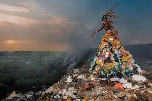 On a regardé le travail du photographe Fabrice Monteiro et tout compris à l'envers. 7