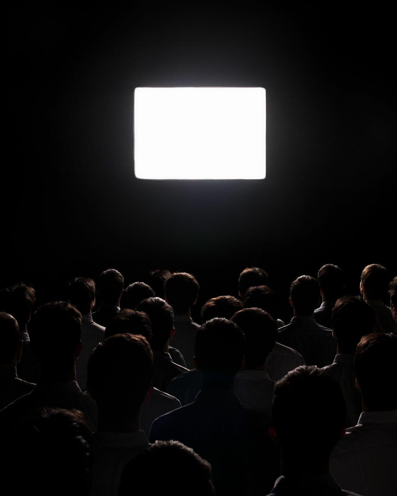 Sean Mundy photo de personne devant un écran