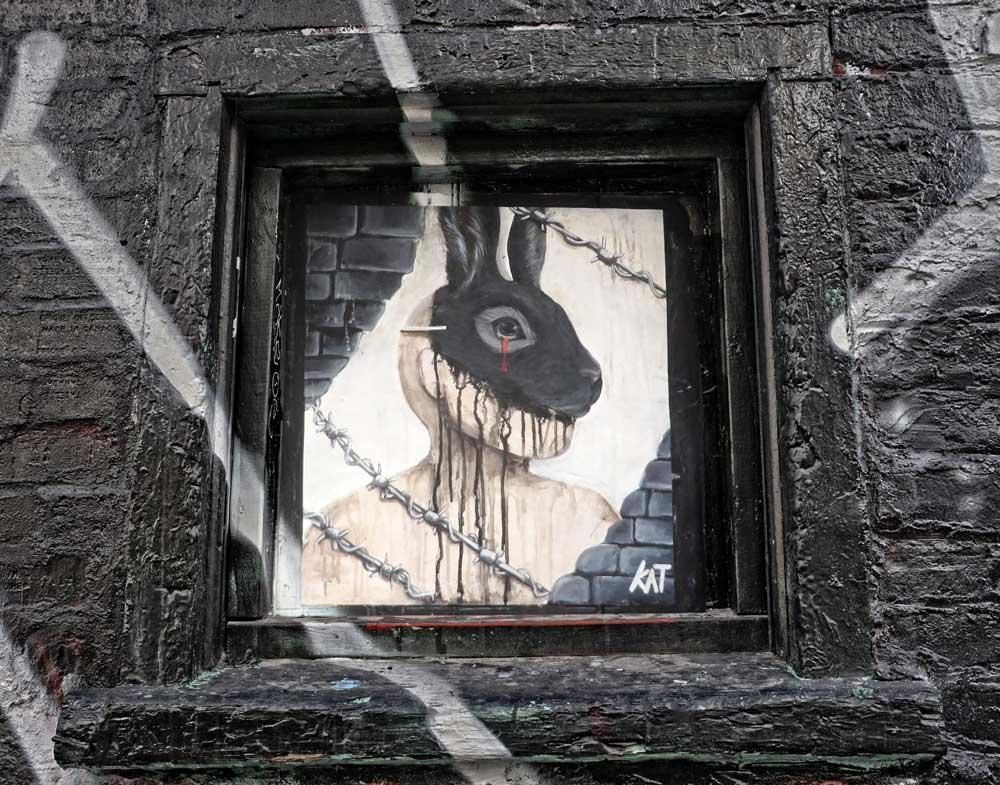 """Kat à la découverte d'un street-artist qui se veut """"dérangeant"""" 4"""