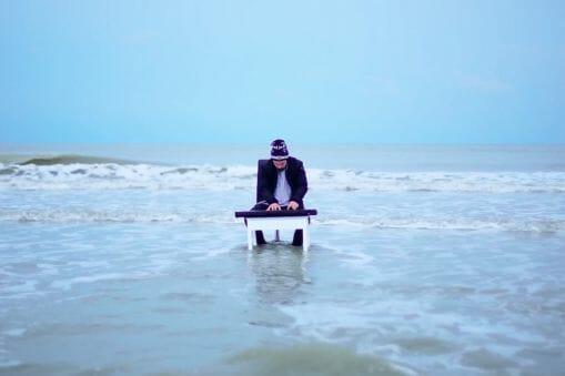 """Crayon et Gracy Hopkins offrent un clip poétique - aquatique à """"Ocean 7 part II"""" 25"""