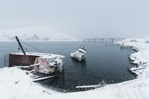 Reportage photographique chez les pécheurs des glaces par Corey Arnold 25