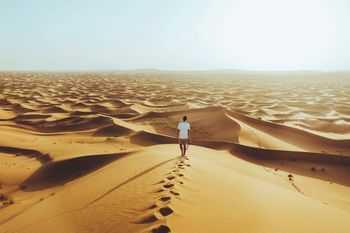 photographe dans les dunes du desert de sable