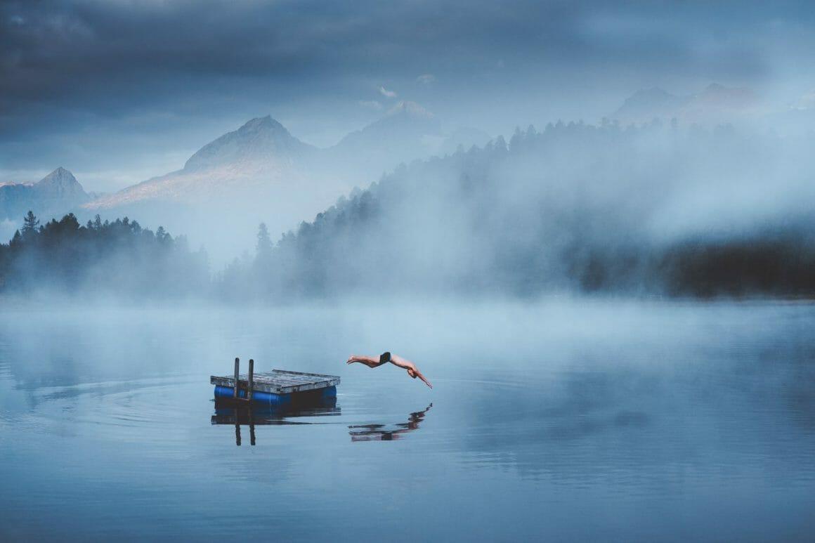 Immersion contemplative dans l'objectif du photographe Jason Charles Hill
