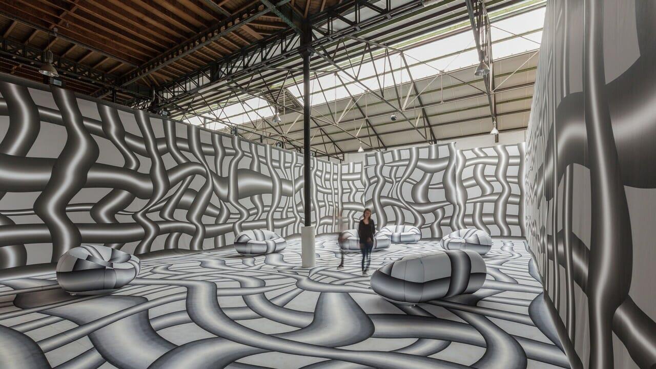 Les couloirs ondoyants de Peter Kogler