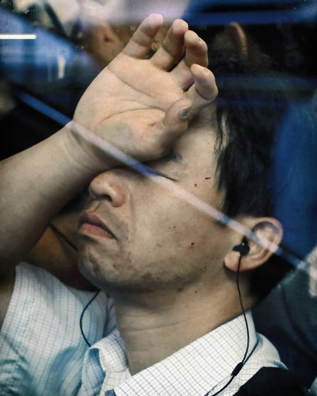Michael Wolf capture les plaisirs quotidiens du métro Tokyoïte 8