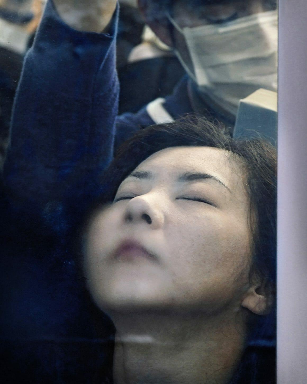 Michael Wolf capture les plaisirs quotidiens du métro Tokyoïte 9