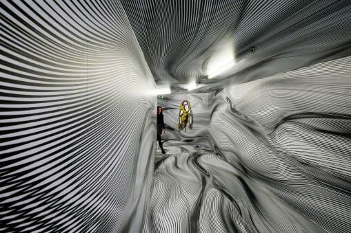 Les couloirs ondoyants de Peter Kogler 9