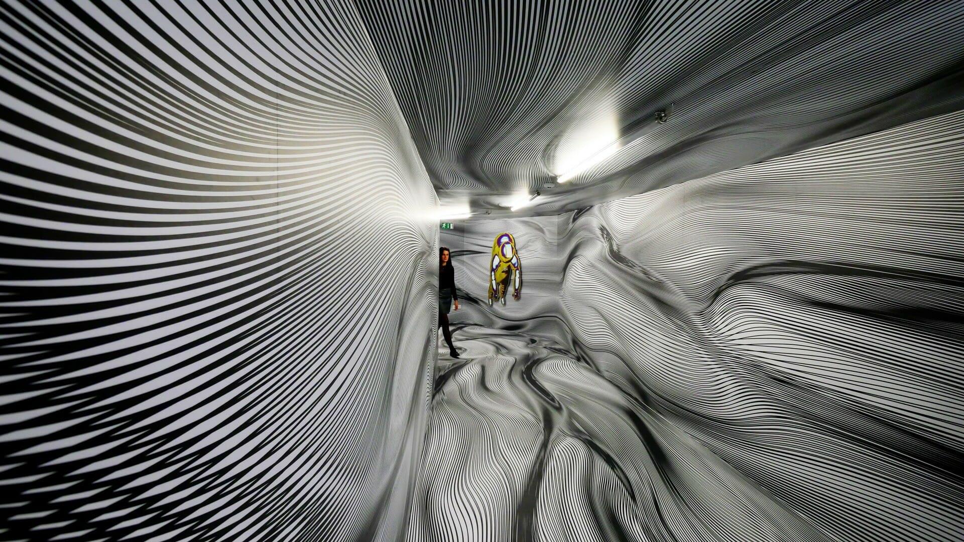 Les couloirs ondoyants de Peter Kogler 1