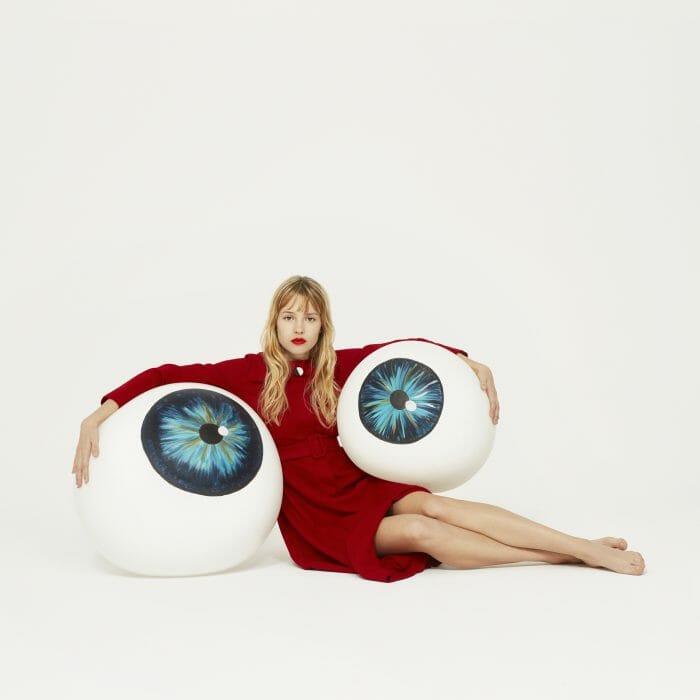 Angèle veut tes yeux