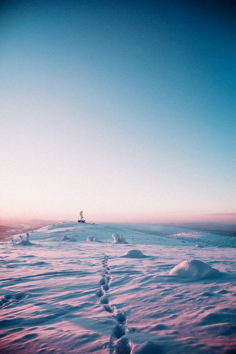 paysage de laponie sous la neige