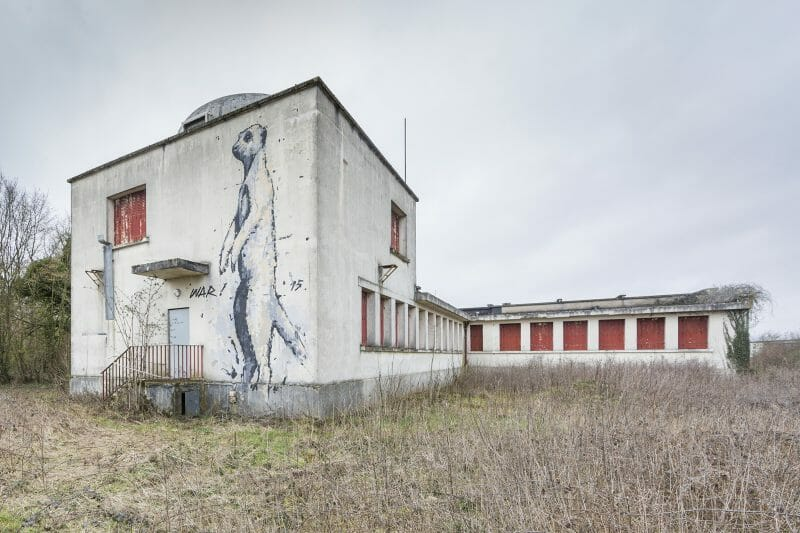 dessin sur une façade abandonnée