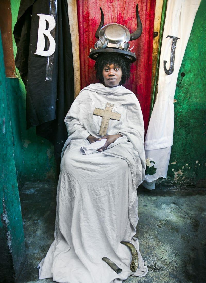 Ghetto Tarot : Alice Smeets invite le tarot dans le ghetto d'Haïti