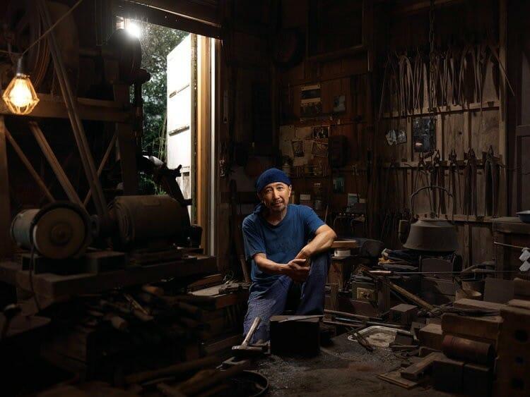 Portrait de Yasuto, un forgeron japonais, photographié par Roman Jehanno