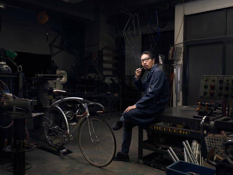 Portrait de Schinichi Konno, un fabricant de vélo, photographié par Roman Jehanno