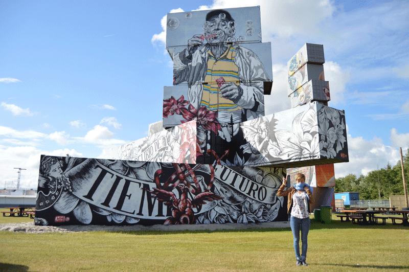 Peinture murale réalisée sur des conteneurs par Lula Goce