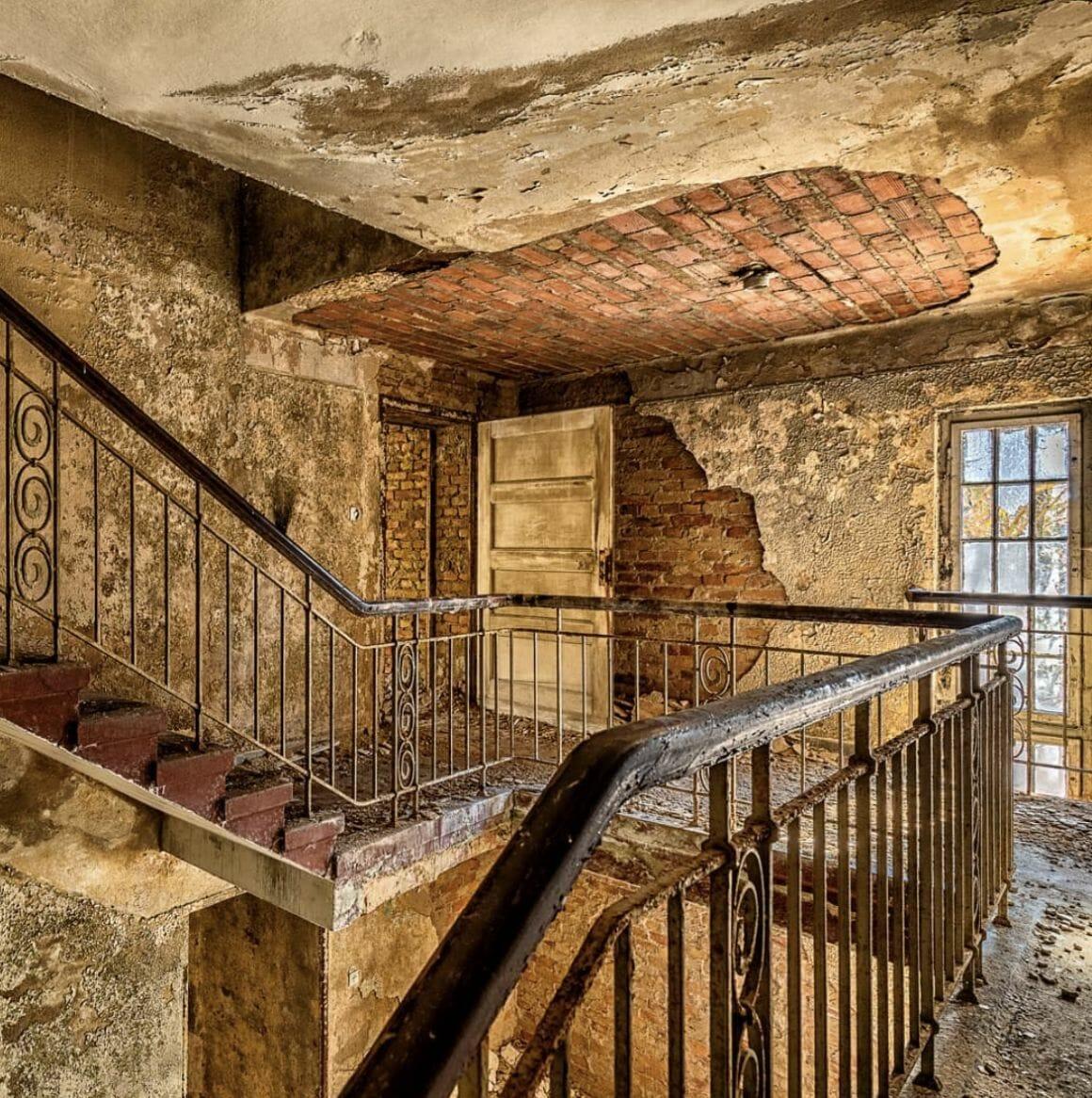 photographie d'un escalier prise par revierstrolch