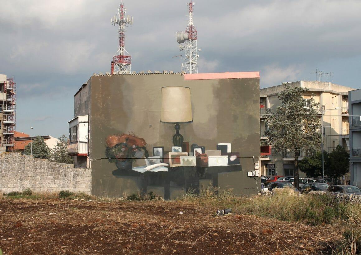 peinture murale réalisée par Mohamed L'Ghacham représentant une nature morte