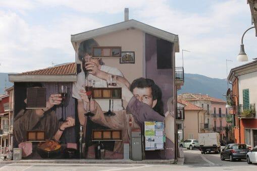 peinture murale réalisée par Mohamed L'Ghacham représentant une photo de famille