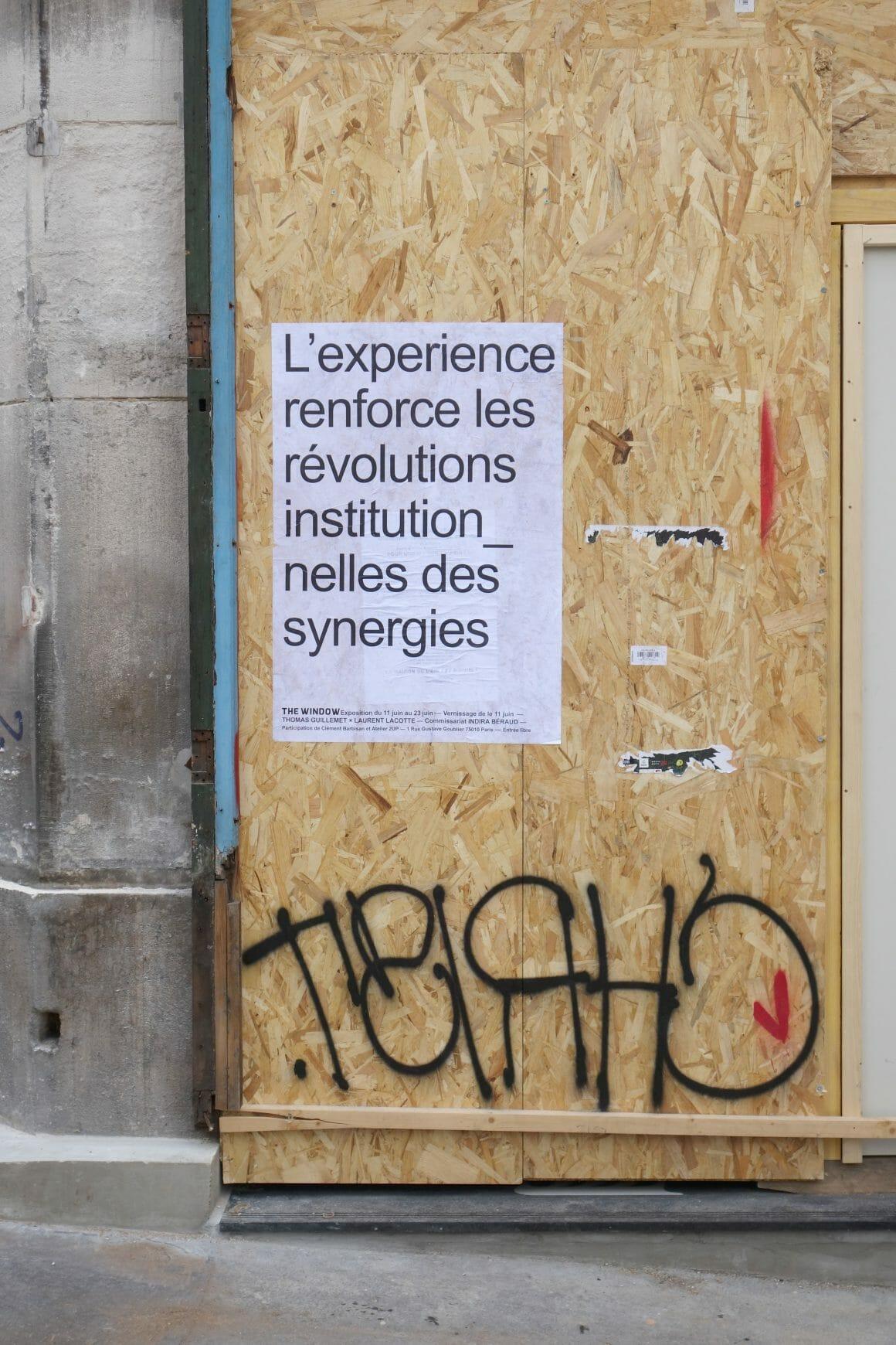 Affiche Guillemet et Lacotte devanture barricadée