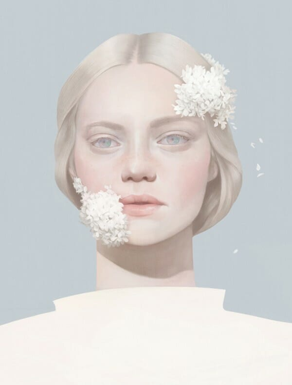 Hsiao Ron Cheng fille blonde fleurs blanches