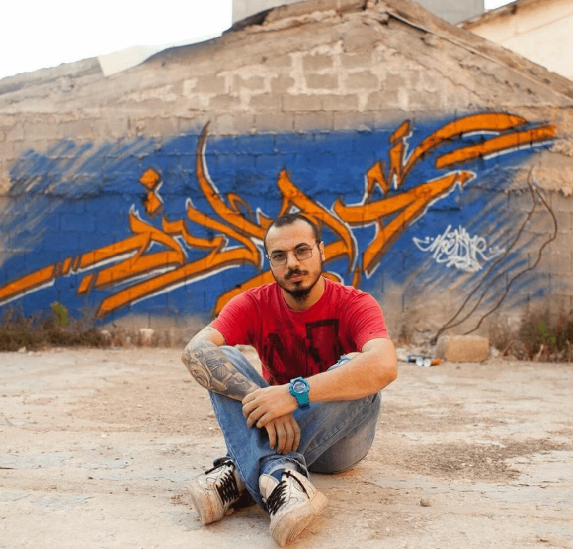 Le graffeur libanais Moe  extrait de la série bombing beirut (@moecalligraffiti)