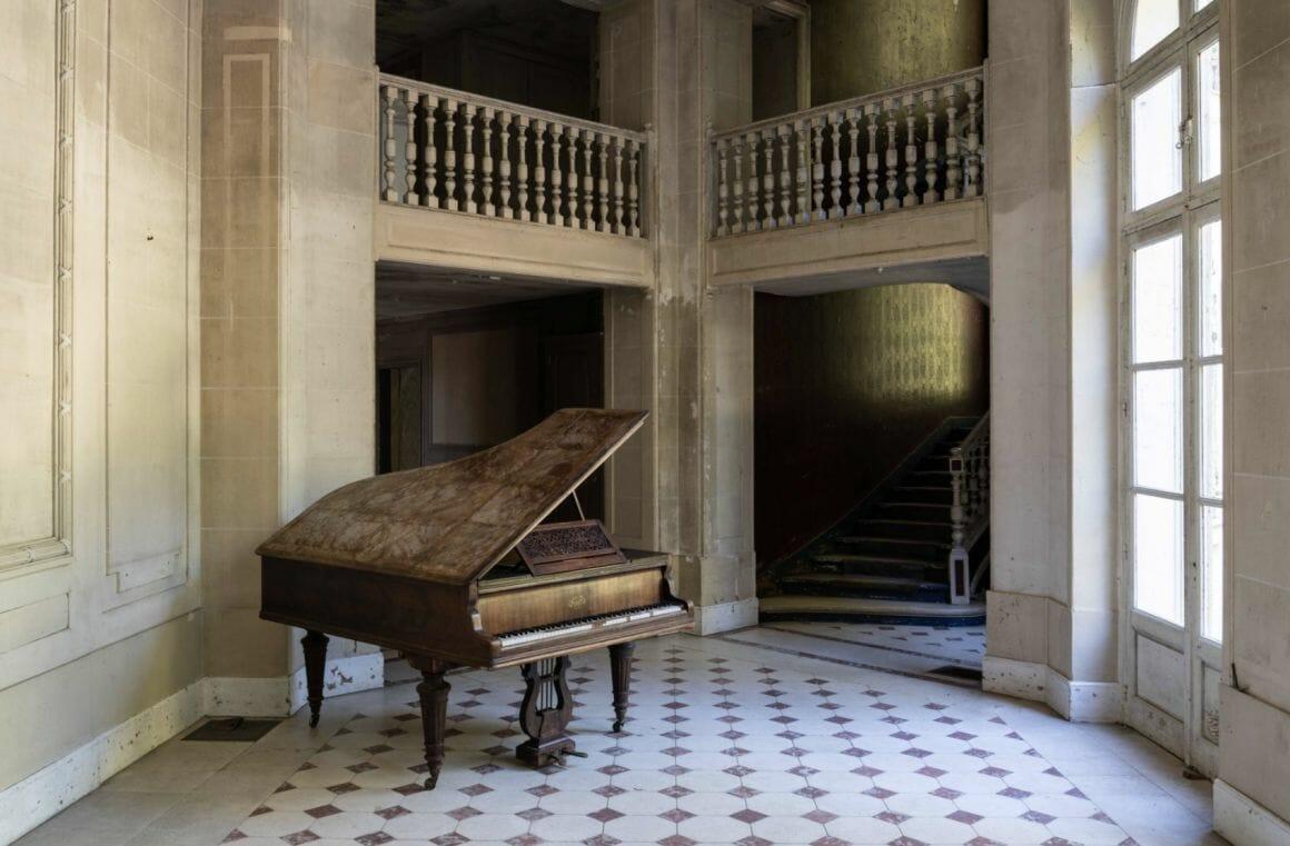 Photographie réalisée par Romain Thierry illustrant d'un piano abandonné