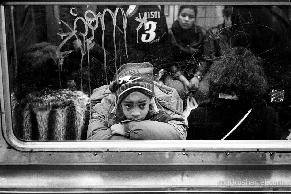 Markus Hartel enfant qui boude dans le métro