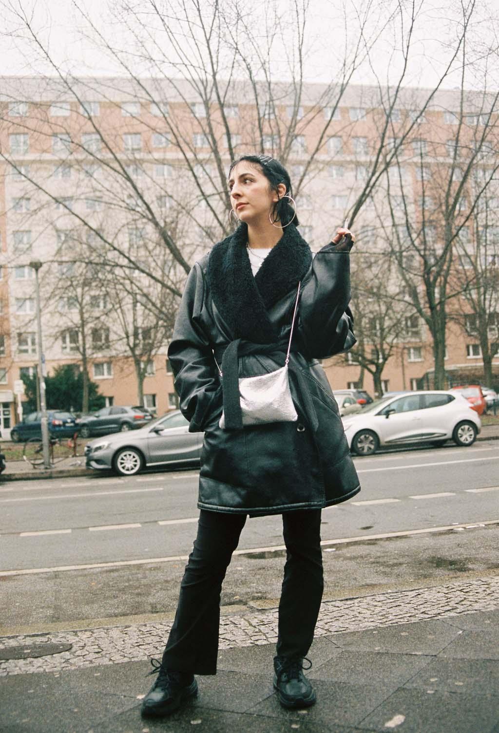 NachtclubsBerlin femme manteau noir