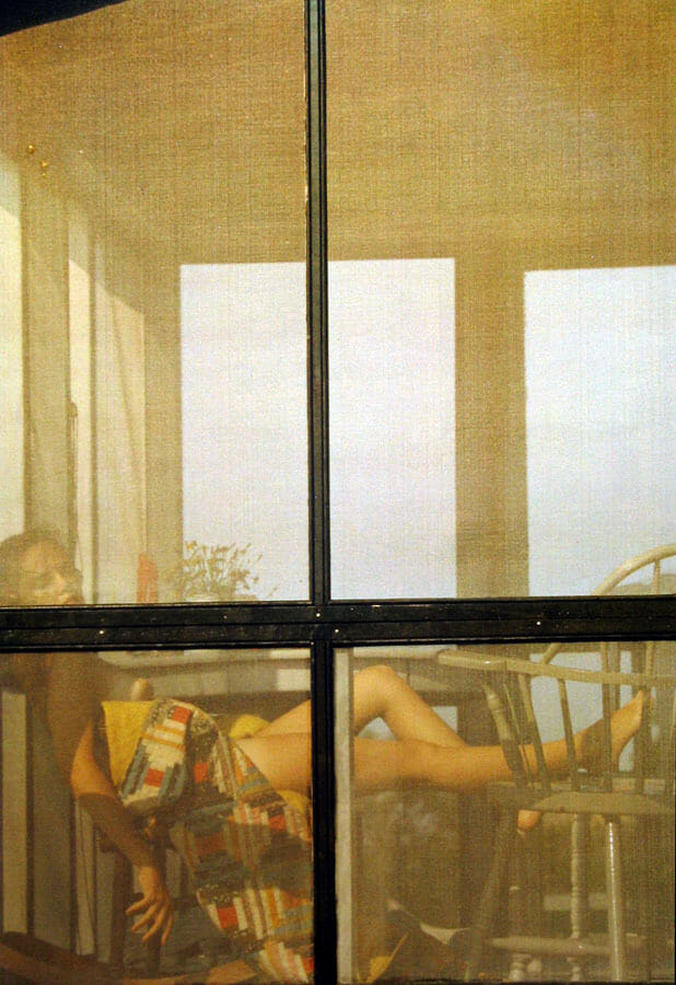 Photographie floue d'une femme entrain de bronzer nue Saul Leiter