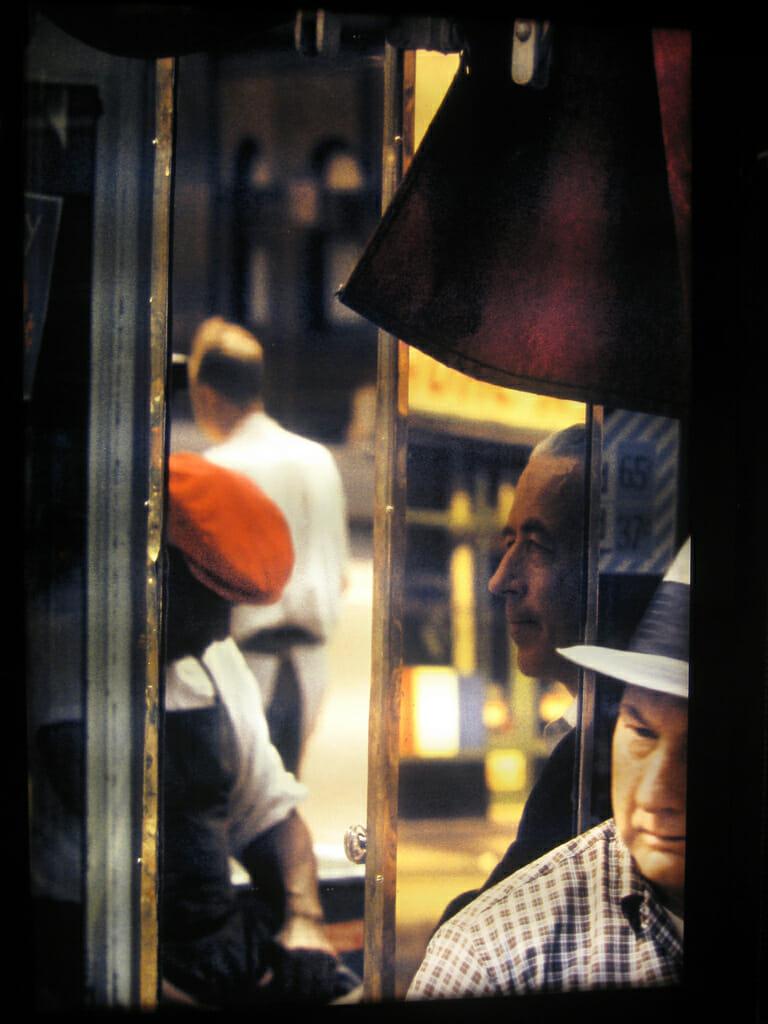 Saul Leiter, jeu de reflet sur une vitrine