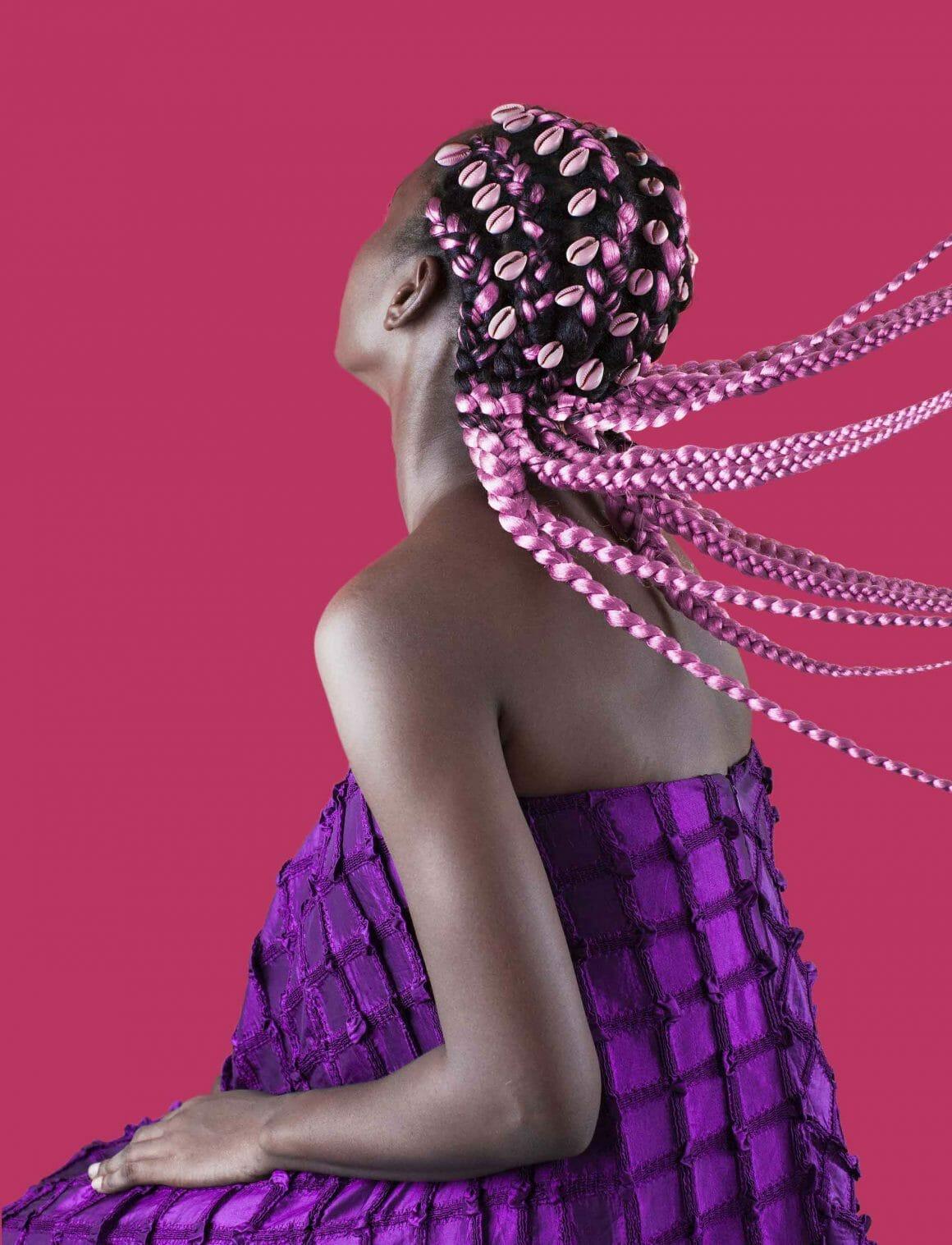 Pink Didi with Cowry Shell photographie de coiffure nigeriane par Medina Dugger