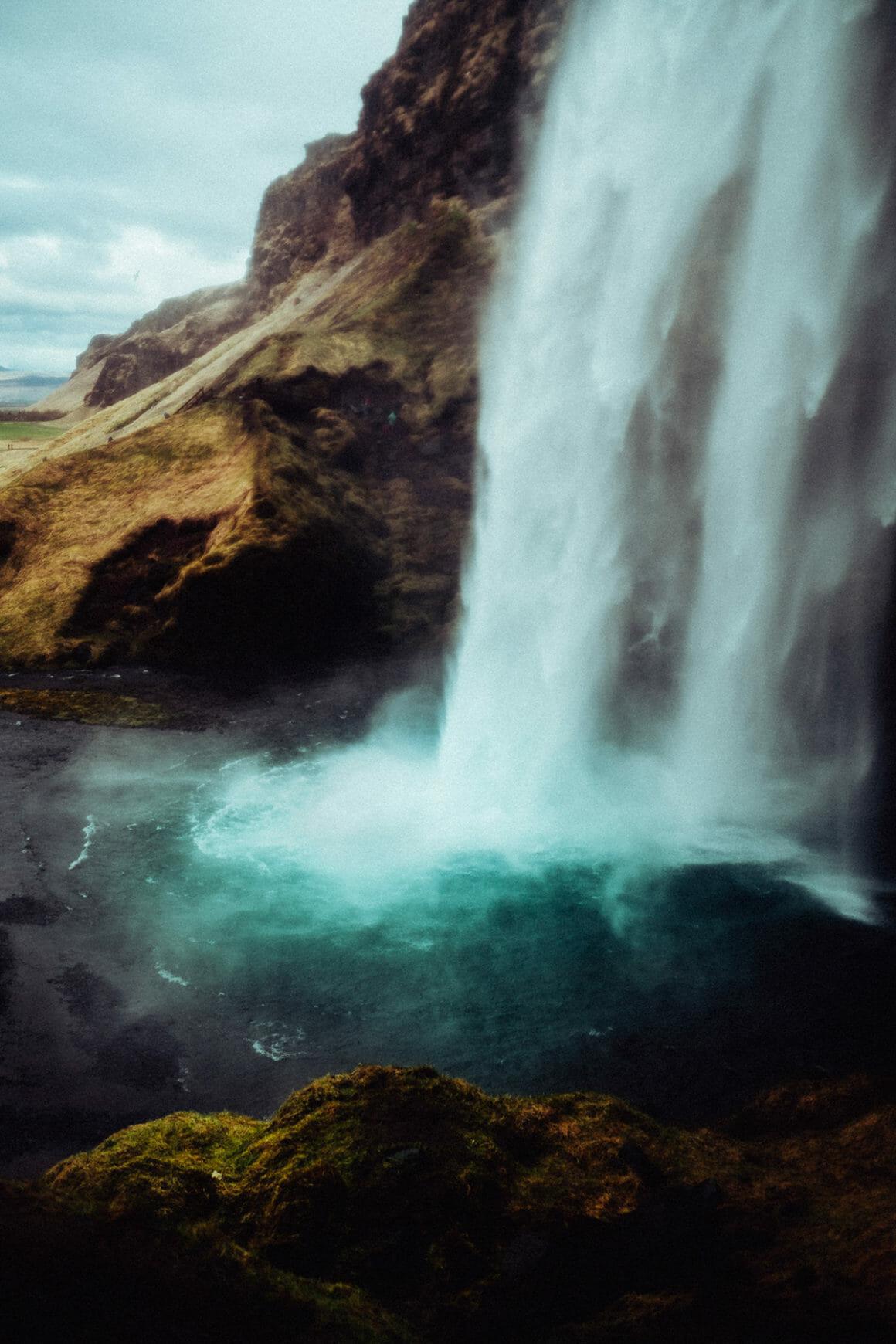 André Josselin, une cascade blanche qui s'échoue en une eau des plus bleues.