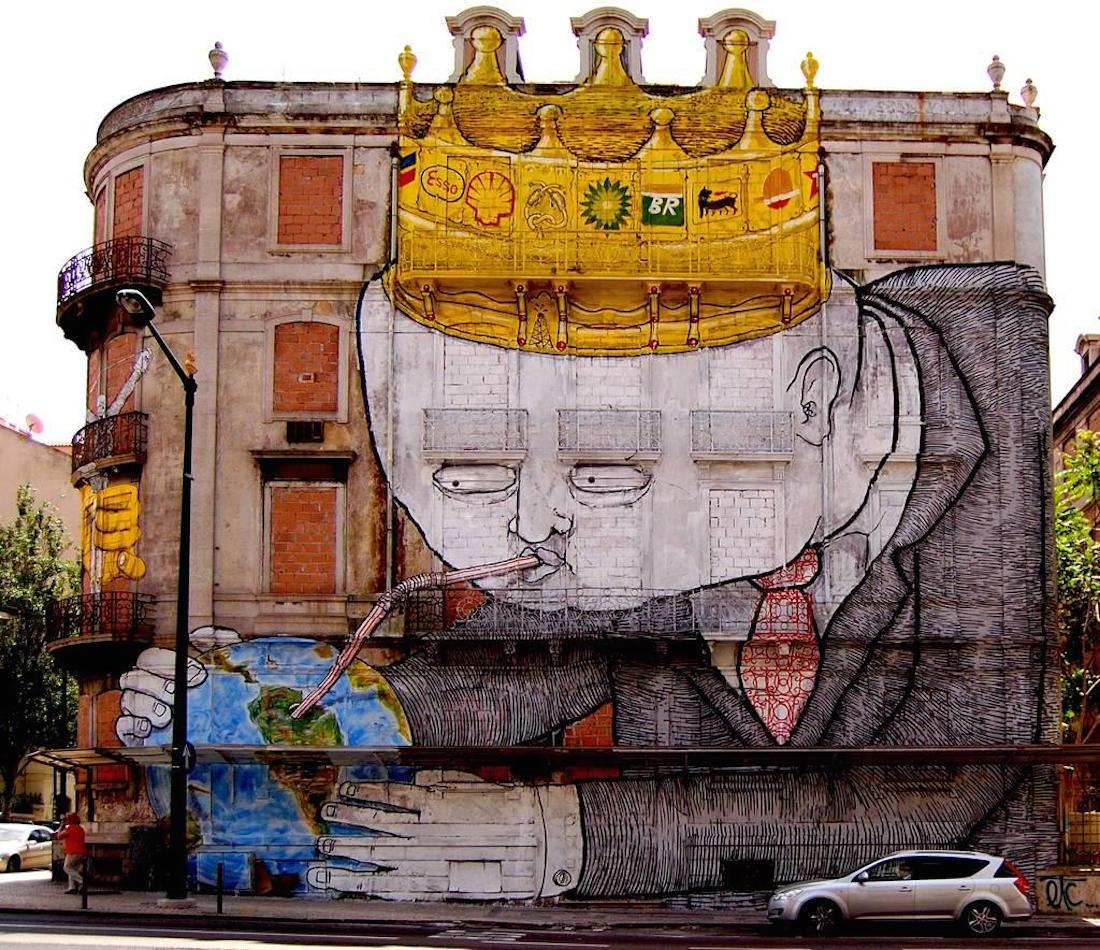 """ We need cafeine "", peinture murale du street artiste Blu"