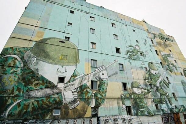 Fresque murale de l'artiste Blu