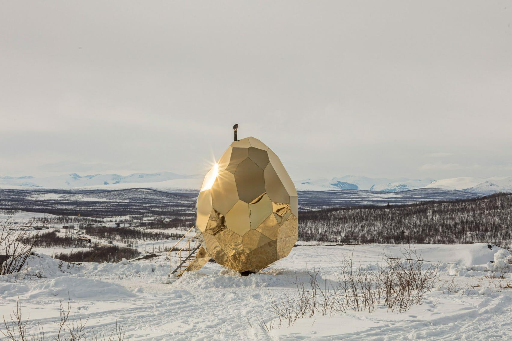 Un sauna en forme d'œuf au milieu de la toundra Suédoise 1