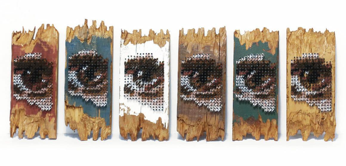 Aheneah, Vue de face de ses panneaux de bois dotés d'yeux.