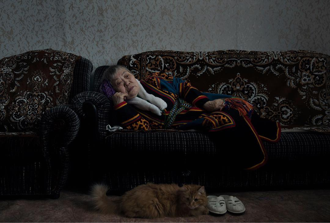 Femme genets et son chat, sédentarisation