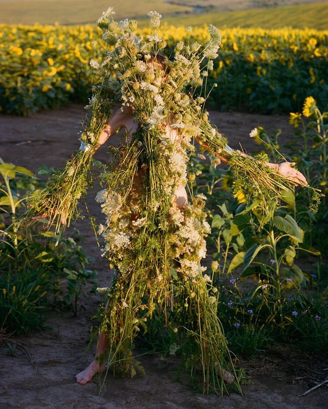 Slightly Altered, Modification et altération du corps vers le végétal