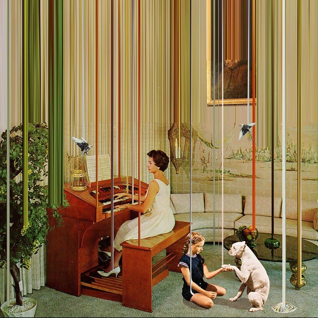 femme au piano et sa fille jouant avec le chien