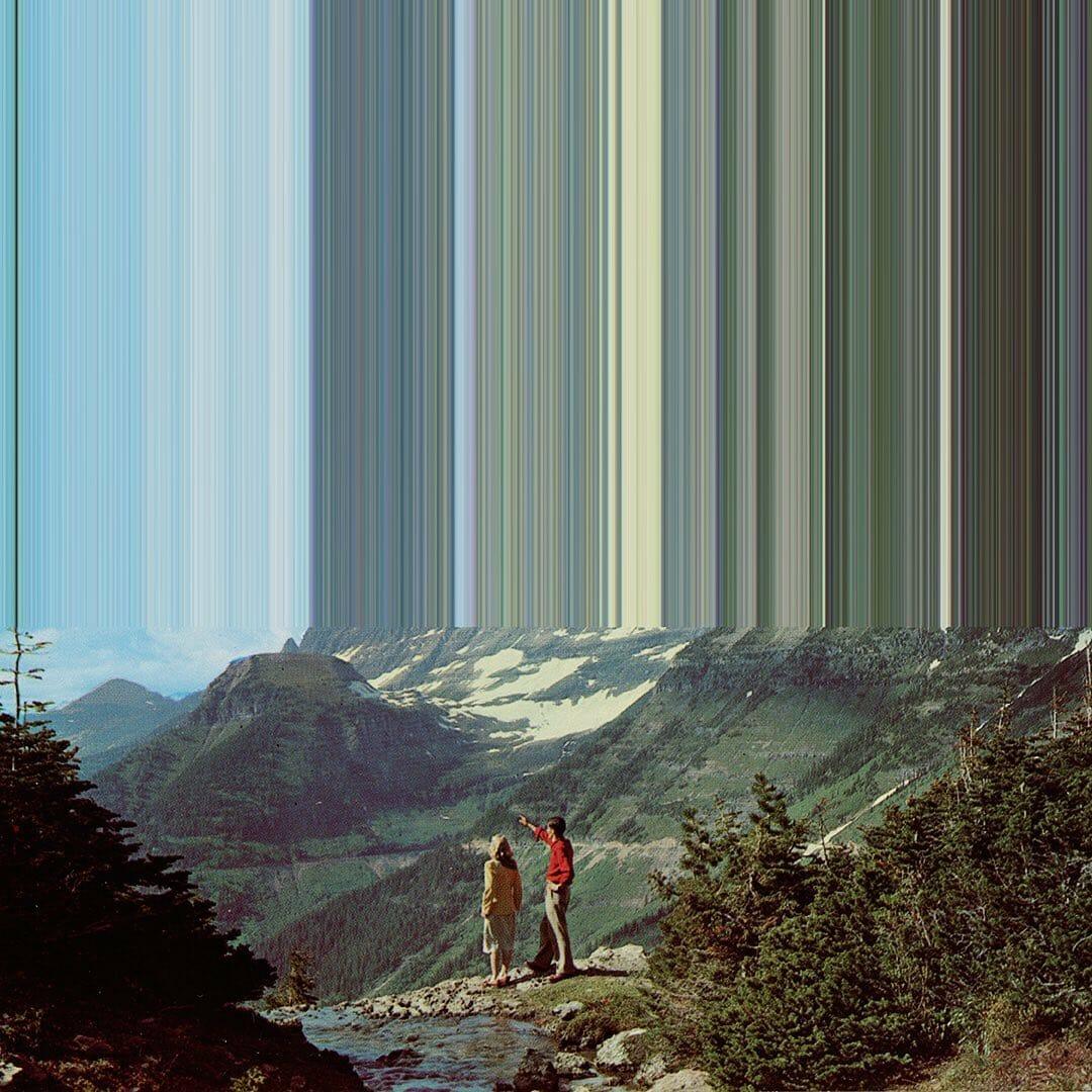 couple en montagne admirant le paysage