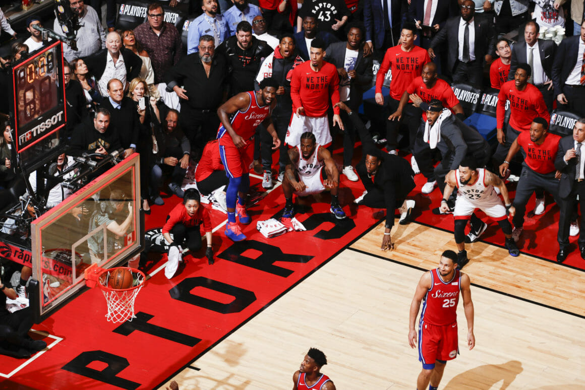 Photo de Mark Blinch et de la victoire des Raptors de Toronto et du premier Buzzer Beater de l'histoire dans un septième match