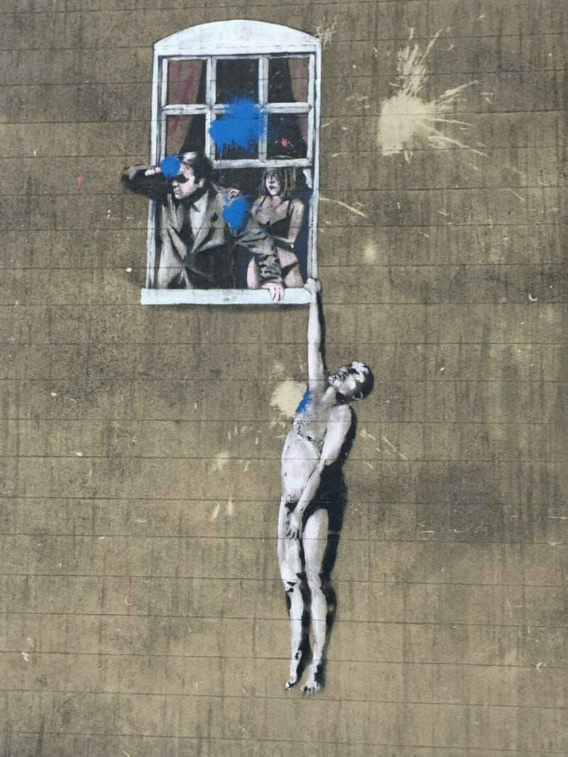Well hung Lover ou Naked Man Hanging From Window