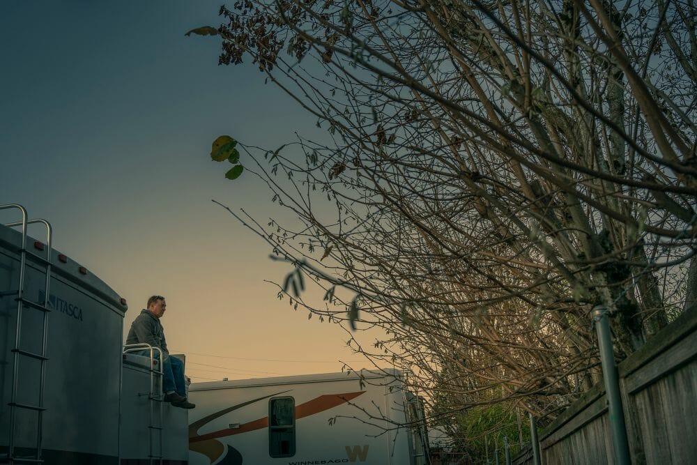 Kevin Fletcher avenue of roses homme arbre