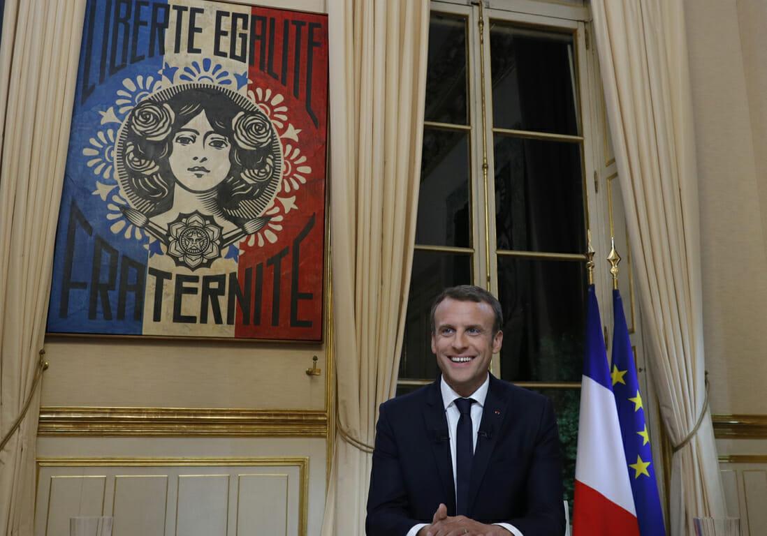 Emmanuel Macron tableau fraternité bureau elysée par obey alias Shepard Fairey