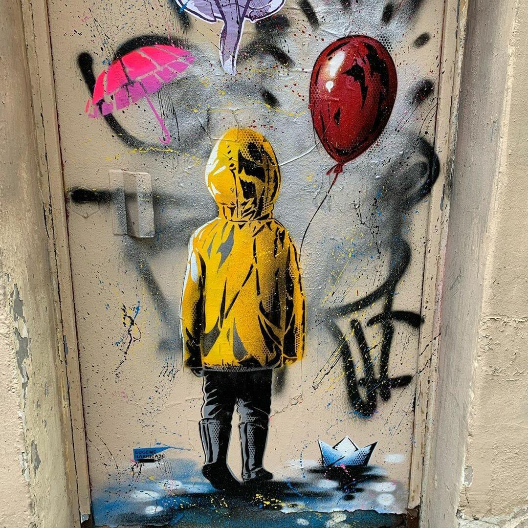 enfant imper jaune ballon rouge papier bateau Eugène Barricade